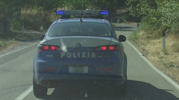 castrovillari, denunciati, pietre contro auto, polizia, Cosenza, Calabria, Archivio