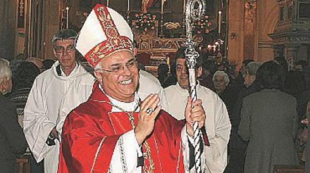calabria, messaggio augurale natale, monsignor bertolone, vincenzo bertolone, Catanzaro, Calabria, Cronaca