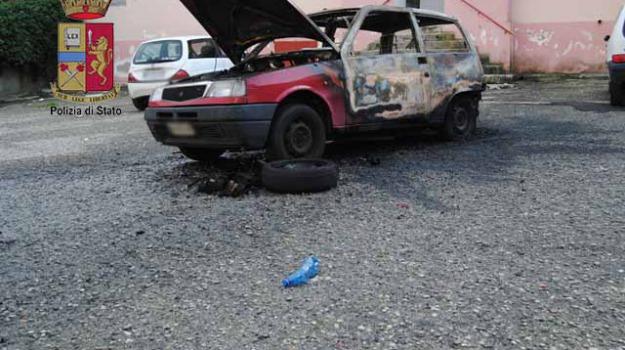 a fuoco auto, violenza donne, Messina, Sicilia, Archivio