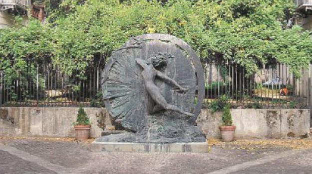 falso, palazzo avati, polistena, statua, Reggio, Archivio