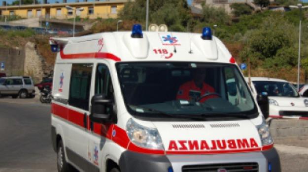 ambulanza 118, sanità, Messina, Sicilia, Archivio
