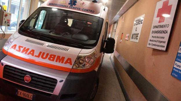 a fuoco pronto soccorso, medico picchiato, Sicilia, Archivio