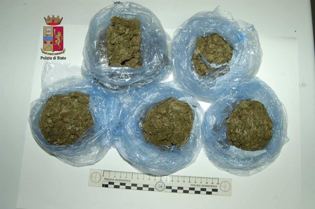 Marijuana nella cappa della cucina gazzetta del sud - Cappa della cucina obblighi di legge ...