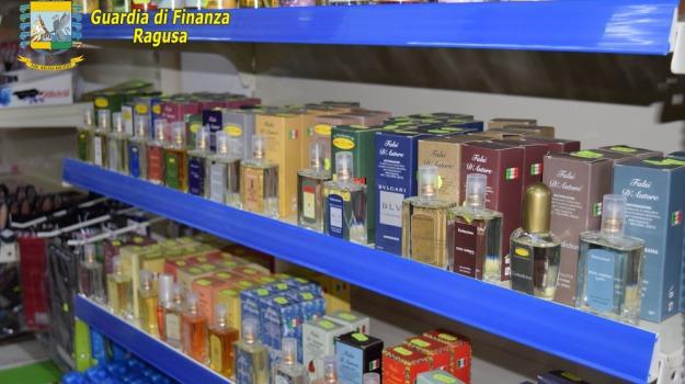 Commercianti denunciati, merce contraffatta, ragusa, Sicilia, Archivio