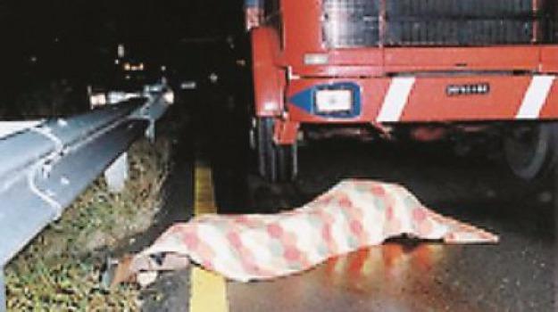 Una macchia di sangue sull'auto di Bergamini