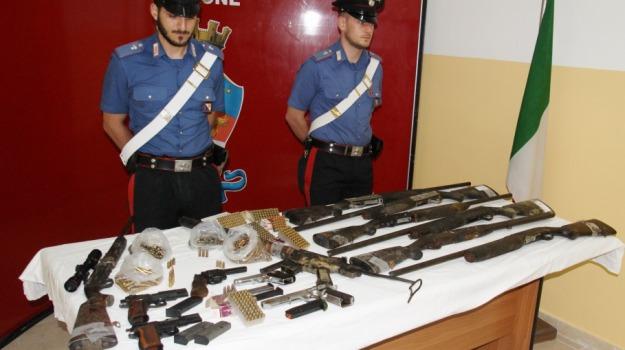 armi, carabinieri, cutro, Catanzaro, Calabria, Archivio