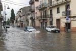 Castrovillari, gravi danni dopo la pioggia di domenica: scantinati allagati e tombini saltati