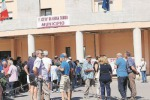 """Un centinaio di cittadini """"occupa"""" il Municipio per chiedere risposte"""