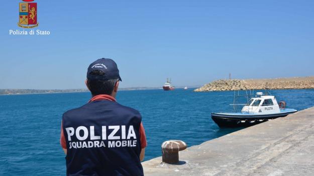 arrestati presunti scafisti, pozzallo, sbarco migranti, Sicilia, Archivio