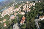 Migranti, a Castell'Umberto abitanti bloccano accesso