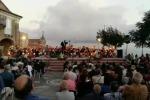 La Fanfara nella piazza degli sposi in elicottero VIDEO