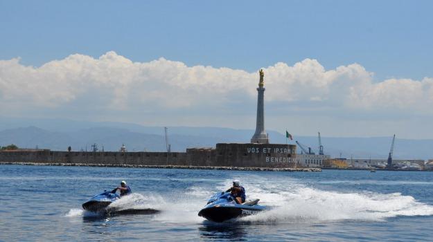 acquascooter, dinnammare, escursionisti, messina, polizia, soccorsi, stretto, velisti, Messina, Sicilia, Archivio