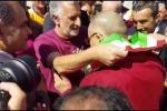 L'arrivo del Dalai Lama in aeroporto