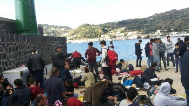 lipari, migranti, Messina, Sicilia, Archivio