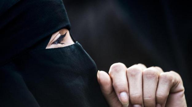 fuga ragazza saudita, ragazza saudita, ragazza saudita bangkok, Rahaf Mohammed al-Qunun, Sicilia, Mondo