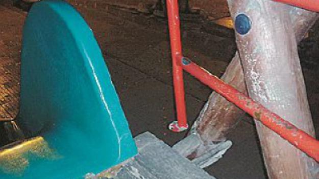 arredo urbano, gioco rotto, piazza xx settembre, ringhiera, Messina, Archivio