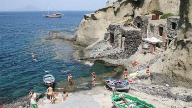 eolie, il postino, massimo troisi, pollara, salina, spiaggia, Messina, Archivio