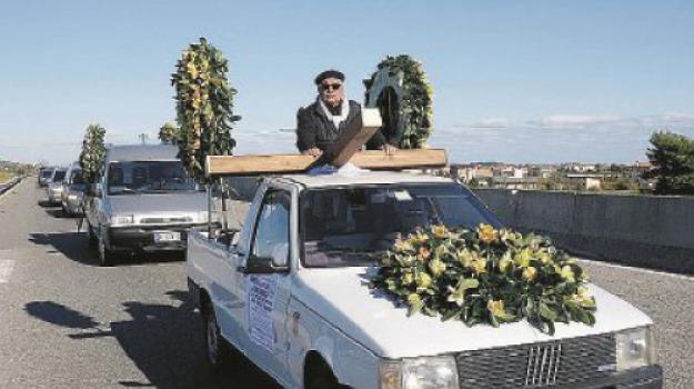funerale, strada 106, Catanzaro, Calabria, Archivio