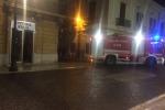 In fiamme negozio di ottica a Reggio