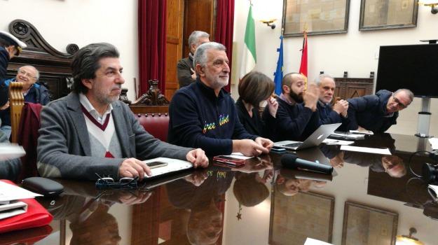 accorinti de luca, denuncia, messina, Renato Accorinti Cateno De Luca, Messina, Sicilia, Politica