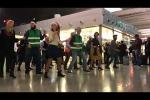 Video: jingle bells con ballerini nello scalo di Catania