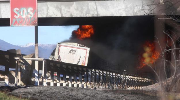 a21, brescia, cisterna in fiamme, incidente, manerbio, Sicilia, Archivio, Cronaca