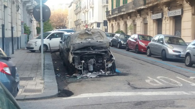 auto incendiata, la farina, messina, preside, prestipino, Messina, Archivio