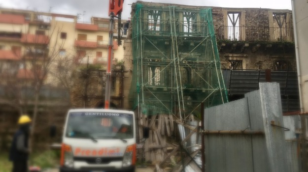 largo avignone, messina, palazzo, sopralluogo, vittorio sgarbi, Messina, Archivio