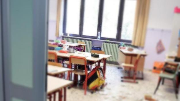arghillà, raid, reggio calabria, scuola elementare, vandali, Reggio, Archivio