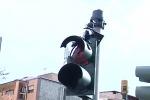 Fucilate contro un semaforo