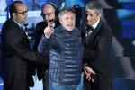 Sanremo, ecco chi è l'autore dell'incursione sul palco