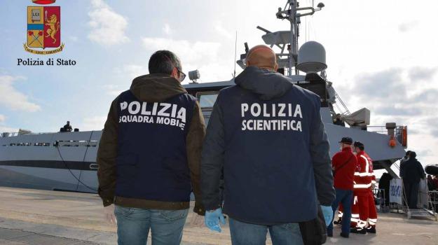 arrestati presunti scafisti, pozzallo, sbarco clandestini, Sicilia, Archivio