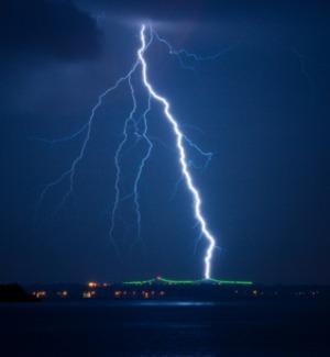 Meteo, domani allerta gialla su Calabria e Sicilia: previsti temporali e forti venti