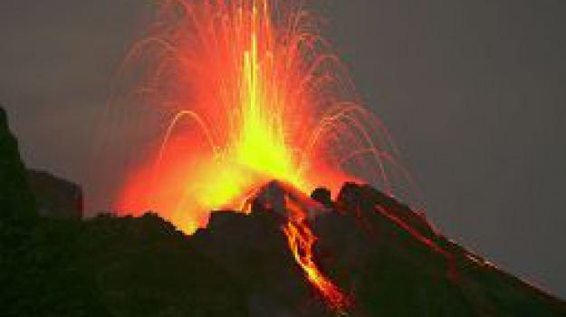 esplosione, stromboli, vulcani, Messina, Sicilia, Archivio