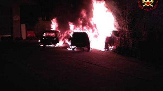 auto in fiamme, catanzaro, incendio, vigili del fuoco, Catanzaro, Calabria, Archivio