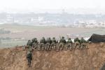 """Gaza, ministero degli interni: """"Almeno un morto in esplosioni al sud"""""""