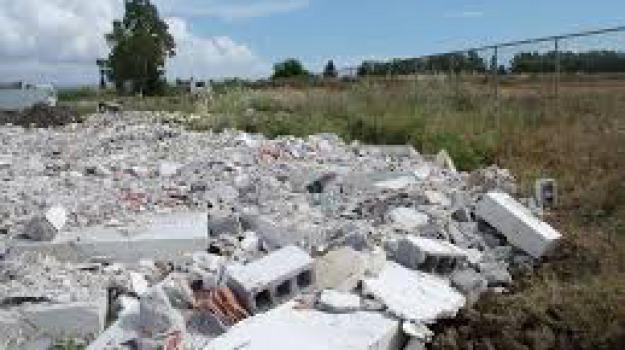 demolizioni, Oasi simeto, Sicilia, Archivio