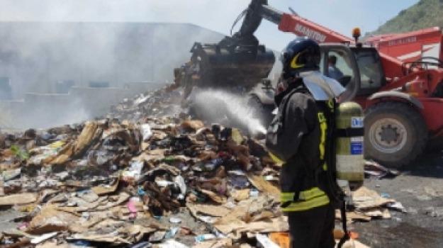 impianto deposito rifiuti, incendio, messina, pace, Messina, Archivio