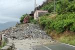 Nuova frana sulla Statale 18 a Bagnara Calabra: i detriti a ridosso della strada