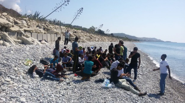 61, migranti, palizzi, Reggio, Calabria, Archivio