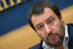 """Salvini: """"Inutili dieci vaccini"""", Burioni fuorioso"""