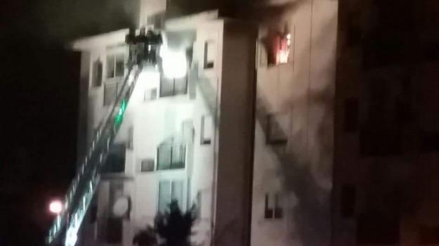 appartamento in fiamme, arghillà, reggio, Reggio, Calabria, Archivio