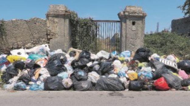 barcellona pozzo di gotto, emergenza rifiuti, Messina, Archivio