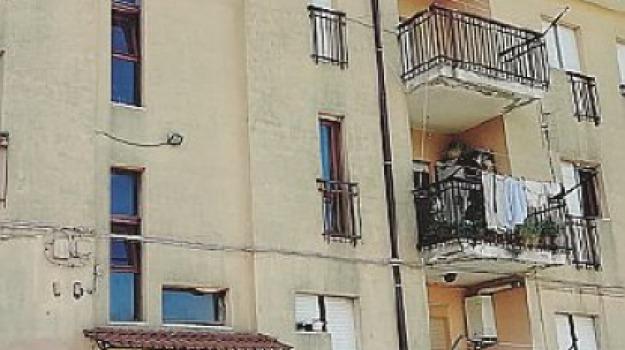casa, falconara albanese, malata, prigioniera, Cosenza, Archivio