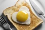 Malattie del cuore: latte intero, formaggi grassi e uova non aggravano il rischio di contrarle