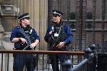 Lockdown: protesta con 11 arresti in Gran Bretagna, scontri in Francia