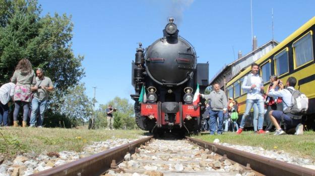 cosenza, domenica, ferrovie della calabria, sila, treni, Cosenza, Archivio