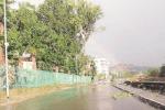 Pioggia e tromba d'aria, traffico in tilt e disagi
