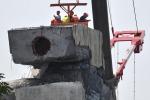 Ponte Morandi, spunta un reperto chiave: dentro lo strallo cavi corrosi
