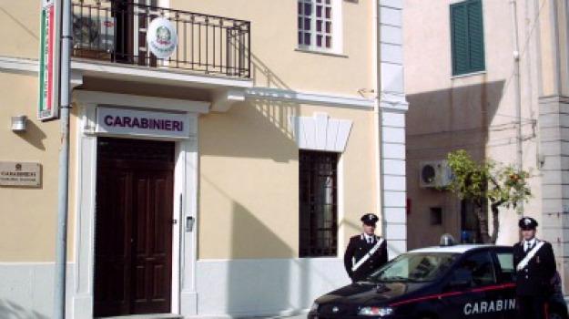 acquedolci, carabinieri, maltrattamenti in famiglia, Messina, Sicilia, Archivio